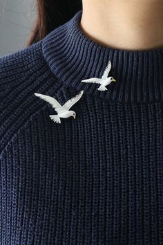 Vintage Set of 2 Seagull Brooches Look Fashion, Fashion Details, Winter Fashion, Fashion Outfits, Womens Fashion, Fashion Trends, Women Accessories, Fashion Accessories, Mode Kawaii