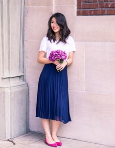 Virtuous Christian ladies that love wearing nice pleated skirts, or pleated dresses, as part of their nice, feminine, and proper attire. Long Skirt Outfits, Pleated Skirt Outfit, Dress Skirt, Dress Up, Navy Skirt, Dress Shoes, Shoes Heels, Modest Dresses, Modest Outfits