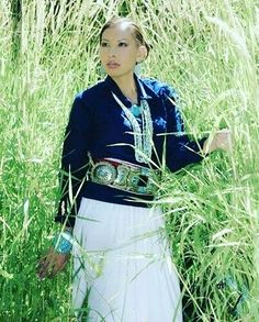 Tashina Atine is a spokesperson, director and former title holder Miss Phoenix United States Atine is Navajo (Diné) originally from Provo and Monument Valley, Utah Native American Models, Native American Dress, Native American Beauty, Native American Indians, American Indian Girl, Indian Girls, American Art, Navajo Clothing, Cherokee