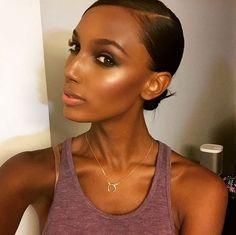 Le glow intense de Jasmine Tookes