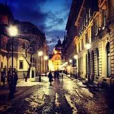 "Képtalálat a következőre: ""beautiful streets"" Palace, Visit Romania, Bucharest Romania, Beautiful Streets, Old Photos, Fantasy, City, Travel, Spaces"