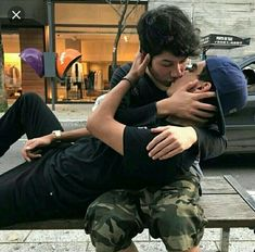 making out on a park bench🌈🌈 being gay ❤️❤️ is a blessing 🌈🌈 LGBTQ 🏳️🌈 . Descubre (¡y guarda!) tus propias imágenes y videos en We Heart It Tumblr Gay, Lgbt Couples, Cute Gay Couples, Couples In Love, Gay Aesthetic, Couple Aesthetic, Men Kissing, Boyfriend Goals, Man In Love