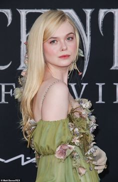 Elle Fanning is Disney princess in custom Gucci gown at LA premiere of Maleficent: Mistress of Evil Blonde Actresses, Actors & Actresses, Hispanic Actresses, Black Actresses, Young Actresses, Female Actresses, Gucci Gown, Dakota And Elle Fanning, Loose Hairstyles