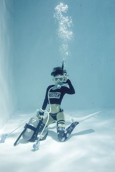 So unrealistic ...divers always wear wetsuits...but hay cool photo anyway