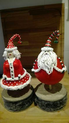 Sjaan's dikke poppetjes van tempexbal en kerstklok.