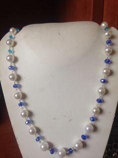 #collana fatta mano con perle sintetiche e #cristalli azzurri di diversa tonalità. Info@oro18.eu #oro18 #bigiotteria #bijoux  FB: oro18 fantasie creative