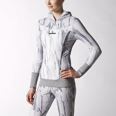 The adidas by Stella McCartney Run Long-Sleeve Top is made in moisture-wicking climalite® to keep your run dry and comfortable. An abstract marble print accents the sleek, fitted shape.