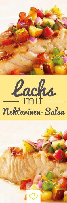 """Lachs mit Nektarinen-Salsa: Im Sommer in der Sonne, am Strand, der Sand zwischen den Zehen und ein Stück Lachs mit einer """"sommerlichen"""" Nektarinen-Salsa, gibt es etwas besseres? Oder soll ich gesünder (Bbq Recipes)"""