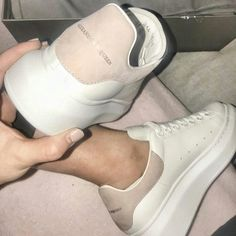 4 or 🤤 Sneakers Mode, Sneakers Fashion, Fashion Shoes, Shoes Sneakers, Alexander Mcqueen Sneakers, Sneaker Outfits, White Shoes, White Sneakers, Casual Sneakers