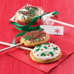 Land o Lakes brings us this super cool idea for Holliday Lollipop Cookies, these would make great gifts! #SeasonsEatings #HarrisTeeter