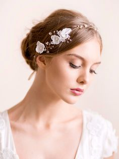 Delicate bridal hair vine of crystals and silk flowers by Florentes See more here: https://florentes.lt/products/crystal-hair-vine-with-silk-flowers
