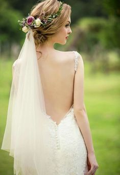 """5 Cute Short Wedding Hairstyles 2019 That Can Make You Say """"Wow! wedding engag… 5 Cute Short Wedding Hairstyles 2019 That Can Make You Say """"Wow! Engagement Hairstyles, Wedding Hairstyles With Veil, Cute Hairstyles For Short Hair, Crown Hairstyles, Bride Hairstyles, Wedding Hair Flowers, Hair Comb Wedding, Wedding Updo, Flowers In Hair"""