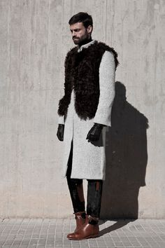 Roberto López Etxeberria presented a luxurious Fall/Winter 2013 collection… High Fashion, Mens Fashion, Black Men, Uber Black, Gentleman Style, Perfect Man, Men's Collection, Ready To Wear, Winter Jackets