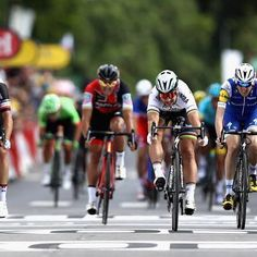 Peter Sagan wins stage 3 TDF2017 despite clipping out just before the sprint. @gettyimages