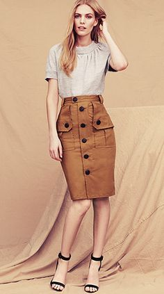 The skirt is very versatile you can use it for something casual like a lunch date or to work . Passion For Fashion, Love Fashion, Womens Fashion, Cool Outfits, Casual Outfits, Fashion Outfits, Professional Dresses, Casual Chic Style, Couture