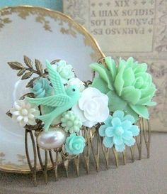 JEWELSALEM - Mint Green Wedding Mint White Hair Comb Bridal Head Piece Bridesmaids Flower Comb Floral Collage Nature Winter Fall Trends Bright Colors