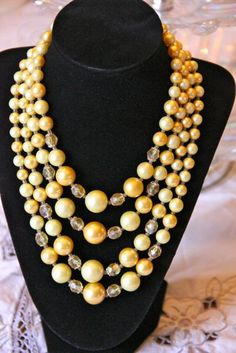 Vintage glass cream/yellow beaded necklace
