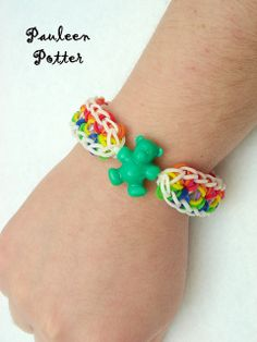 Starburst bracelet by ♫ ♪ ♥ Pauleen Potter ♥ ♪ ♫, via Flickr #RainbowLoom