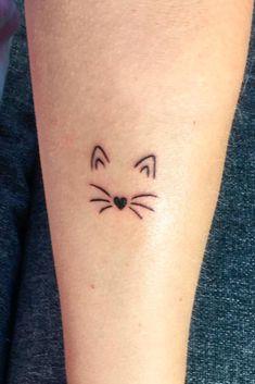 Minimalist Cat Tattoo Simple small or tiny minimalistic Subtle Tattoos, Trendy Tattoos, New Tattoos, Cool Tattoos, Tatoos, Cousin Tattoos, Awesome Tattoos, Tattoo Chat, Get A Tattoo