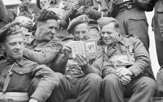 Troops of the Highland Division aboard a landing craft heading for Normandy, reading travel information booklets on France which they were issued before embarkation, of June 1944 (© IWM B Battle Of Normandy, Berlin, Guys Read, D Day Landings, Global Conflict, Landing Craft, Paris Travel Guide, British Soldier, British Army