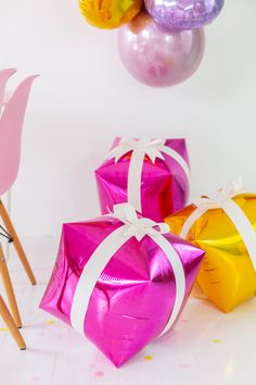 Air-fill our Cubez balloons to turn into presents but adding a ribbon and bow! Christmas Balloons, Balloon Gift, Baby Blocks, Cozy Winter, Foil Balloons, Balloon Decorations, Holiday Parties, Winter Wonderland, Hanukkah