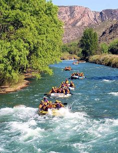 Mendoza , Argentina . Practicando turismo aventura en el Rio Atuel , la disciplina de rafting se puede experimentar en rios caudalosos .  Mendoza te espera . . .