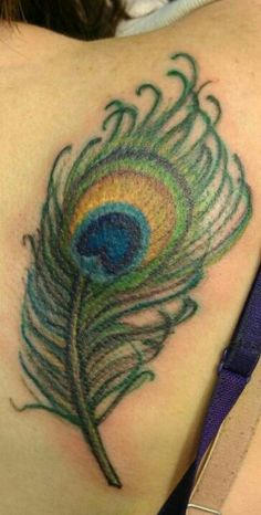 Love this feather Peacock Feather Tattoo, Piercing Ideas, Cute Tattoos, Tattoo Inspiration, Watercolor Tattoo, Tatting, Body Art, Piercings, Tattoo Ideas