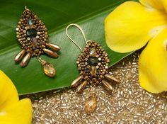 Earrings little treasure golden crystal by Amélie by OhlalaJewelry, $40.00  #swarovski #gemstone #beads #etsy #handmade #earrings