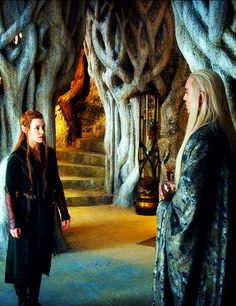 (Closer version) Is that the Arkenstone in Thranduil's hand?!? /// Update: it looks like a glass. :P /// I bet it's his wine :P