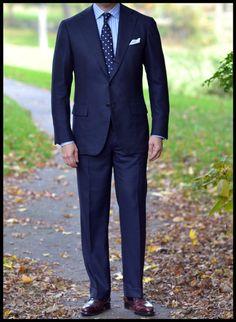 voxsart:    Spots and Stripes.  Napolisumisura (Mina Adamo) bespoke suit in 8/9oz birdseye milled for H. Huntsman, Dege & Skinner (Robert Whittaker) bespoke shirt, MTO Drake's tie (for A Suitable Wardrobe), Simonnot-Godard hanky, Vass austerity brogues in #8 shell cordovan, F last.
