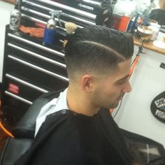 That fade tho Quiff Hairstyles, Modern Hairstyles, Cool Hairstyles, Pompadour, Hair And Beard Styles, Curly Hair Styles, Cool Mens Haircuts, Male Haircuts, Best Barber