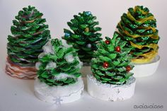 All kids love collecting pine cones when the cold weather hits. Make good use of them to make these adorable mini Christmas trees that the children can decorate. This project looks great at home and is also a fabulous handmade gift from kids. Corner Christmas Tree, Pine Cone Christmas Tree, Fabric Christmas Trees, How To Make Christmas Tree, Alternative Christmas Tree, Homemade Christmas Gifts, Christmas Crafts, Kids Christmas, Cone Trees