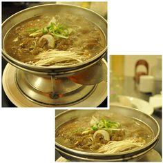 불고기는 우리나라 전통 음식으로 고기를 전골처럼 즐길 수 있는 음식인데 한정식 맛집에 오면 맛을 볼 수 있어요. 보글보글 끓을 때 따끈하게 먹을 수 있는 한정식 메뉴 중 하나죠... < bulgogi > SANNERI traditional korean restaurant in insadong,seoul,korea