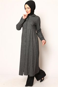 Fish Back Gray Cap Style Evening Dresses Tesettür Kombinleri Petite Outfits, Boho Outfits, Fashion Outfits, Islamic Fashion, Muslim Fashion, Salwar Designs, Blouse Designs, Chambray, Modele Hijab