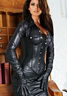 Busty Brunette in a full black Leather Outfit Source by leather skirt outfit Black Leather Corset, Leather Bustier, Black Leather Skirts, Leather And Lace, Leather Pants, Sexy Outfits, Lederhosen Outfit, Full Skirt Outfit, Leder Outfits