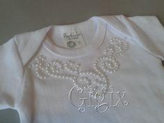 body de bebe customizado - Pesquisa Google Baby Lulu, Baby Girl Boutique, T Shorts, Bodies, Newborn Crochet, Summer Baby, Graphic Shirts, Baby Sewing, Kids Wear