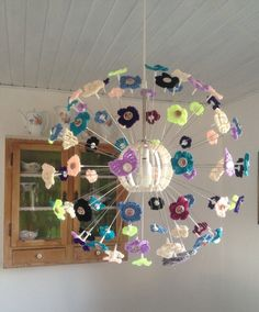 I started this MASKROS crochet lamp by crocheting 70 flowers and 14 angels wings in different kinds of yarn and colors. Mobiles, Winter Light Festival, Ikea Ps 2014, Crochet Lamp, Lamp Inspiration, Ikea Lamp, Candle Shades, Ikea Hackers, Hacks Diy
