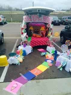 Candy Land Trunk or Treat, wir haben den Platz gewonnen - JudeBuxom. Halloween Costumes For Work, Cute Halloween, Halloween 2019, Halloween Treats, Trunk Or Treat, Candy Land Costumes, Cheers Theme, Candy Booth, Fashion Art