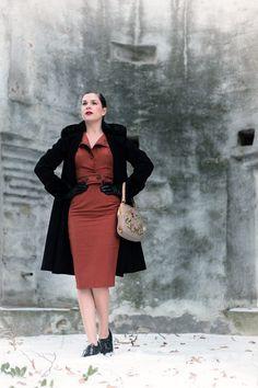 Winterblues adé: Ein elegantes Winter-Outfit im Vintage-Stil Vintage Inspired Fashion, 1960s Fashion, Vintage Fashion, Vintage Mode, Vintage Stil, 50s Outfits, Vintage Inspiriert, Pin Up Style, Wool Dress