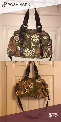 Fossil tote Super cute, fits an iPad 2 cell phone and diapers and wipes, don't have dimensions but it's a good sized bag 😊 I got a new one so don't need this one, super cute great shape, no fading, rips or anything! Inside is dark green, pretty much looks new ❤️ Fossil Bags Shoulder Bags