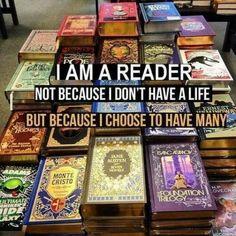 Soy lector. No porque no tenga una vida, sino porque elijo tener varias.  #contenido