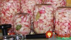 Nakladaný marinovaný cesnak Organic Beauty, Potato Salad, Potatoes, Vegetables, Ethnic Recipes, Food, Erika, Preserve, Pickled Garlic