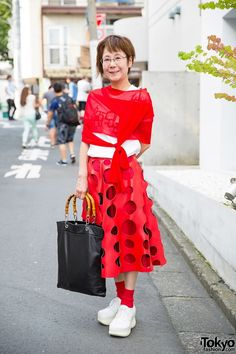 Red Comme des Garcons Cutout Skirt, Platforms & Bamboo Handle Tote in Harajuku (Tokyo Fashion, 2015)