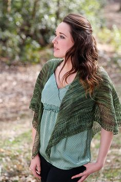 The Filomena Lace Shawl is an ideal free knitting pattern for the spring. Made using a beautiful forest green yarn, this knit shawl will quickly become a wardrobe staple. The light and airy design is perfect for transitional weather days.