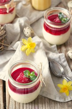 Fast eggnog mouse with only five ingredients - sweets and Schnelles Eierlikör Mouse aus nur fünf Zutaten – Sweets and Lifestyle Eggnog mousse without egg with homemade egg liqueur from Sweets & Lifestyle® - Winter Desserts, Köstliche Desserts, Healthy Dessert Recipes, Recipes Dinner, Mousse Dessert, Homemade Eggnog, Homemade Sweets, Five Ingredients, Winter Food