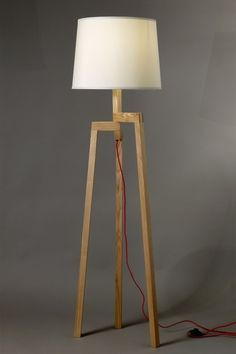lampara de pie madera diseño tripode