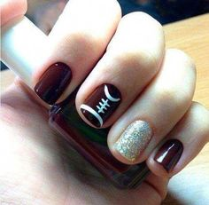 Football Nail Art designs for Super Bownl LIII are here. Check out these Fanicures and easy Super bowl Nail art designs & football inspired manicures. Fancy Nails, Diy Nails, Cute Nails, Pretty Nails, Shellac Nails, Gold Manicure, Football Nail Designs, Football Nail Art, Sports Nail Art