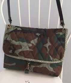 Recordais que hace tiempo me hice un bolso militar?, bueno, pues como era tan abierto de boca, queria hacer un bolso mas pequeño para lleva...