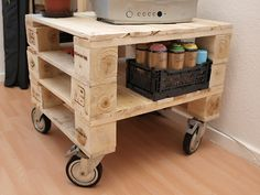 pallet table - very, well, functionable. How do the pallets stay together?