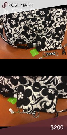 """Vera Bradley """"Day/Night"""" Weekender NWT $85🅿️🅿️ Price is until 3 pm today only!;) Weekender, zip around wallet and keychain. All new with tags. Smoke free home. Vera Bradley Bags Travel Bags"""